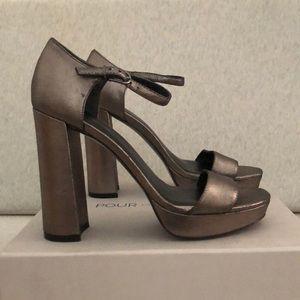 🔥SALE🔥POUR LA VICTOIRE platform sandals size 8